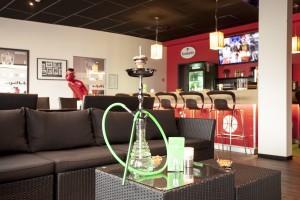"""Impressionen: Rauchen ausdrücklich erlaubt: In unserer Sportsbar '14 gibt es Shishas und Premium–Tabak, powered by our partner """"Pipe Station"""""""